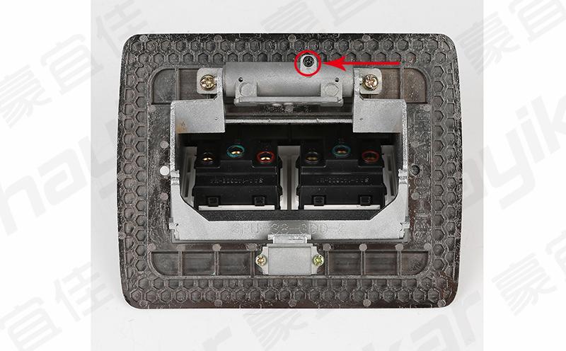 调节地插座跳框弹起速度方法